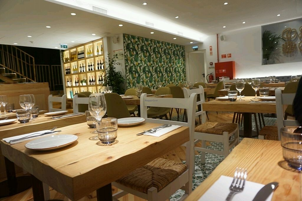 """Photo of Organic Caffe - Chiado  by <a href=""""/members/profile/Vince_P_G"""">Vince_P_G</a> <br/>Inside decor <br/> September 26, 2017  - <a href='/contact/abuse/image/99667/308835'>Report</a>"""