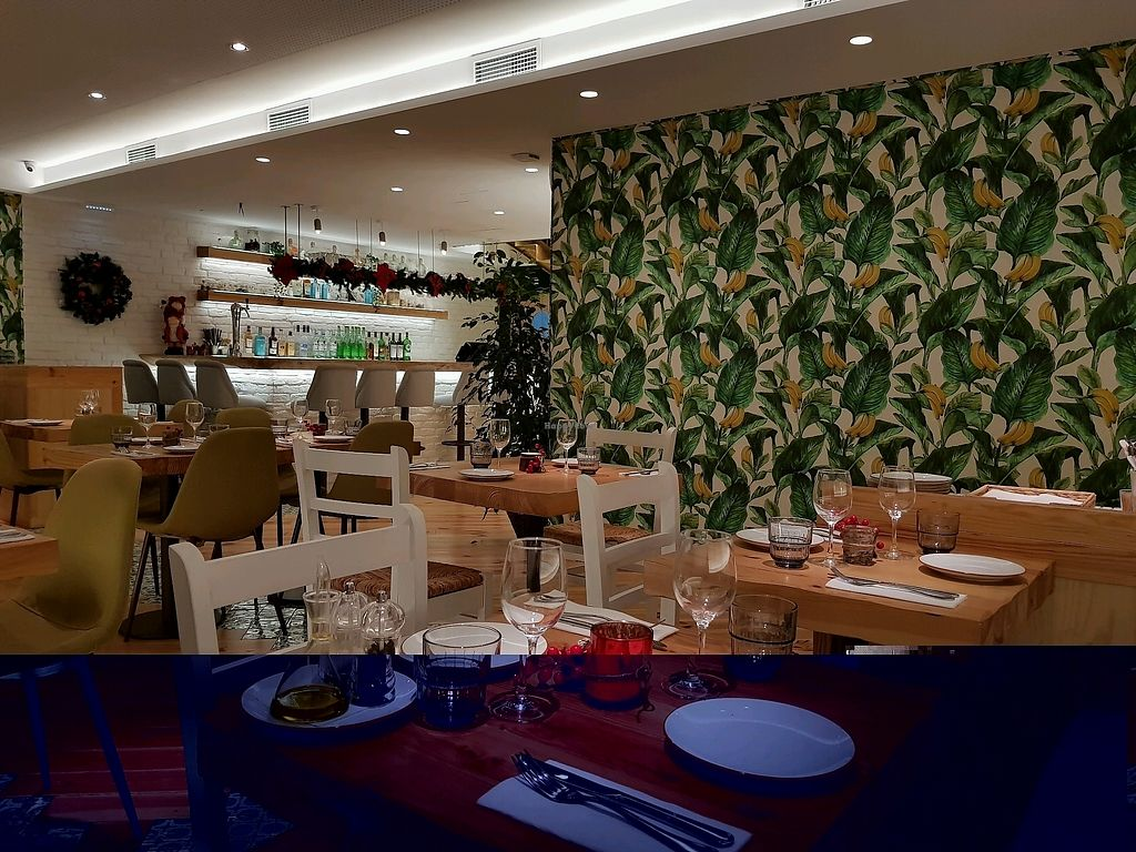 """Photo of Organic Caffe - Chiado  by <a href=""""/members/profile/SerenaA"""">SerenaA</a> <br/>downstairs banana leaf decor <br/> December 16, 2017  - <a href='/contact/abuse/image/99667/336284'>Report</a>"""