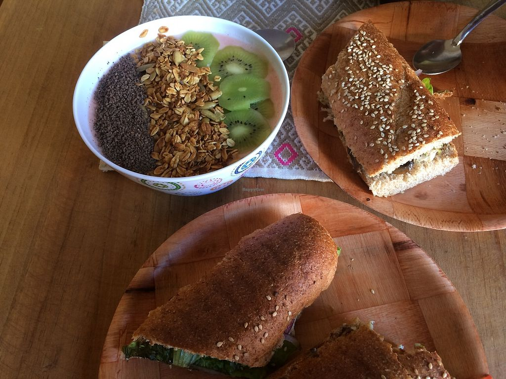 """Photo of Bek Semilla de Vida  by <a href=""""/members/profile/xclarissax"""">xclarissax</a> <br/>smoothie bowl with granola chocolate and kiwi , tofu & mushroom baguette  <br/> October 25, 2017  - <a href='/contact/abuse/image/99672/318785'>Report</a>"""