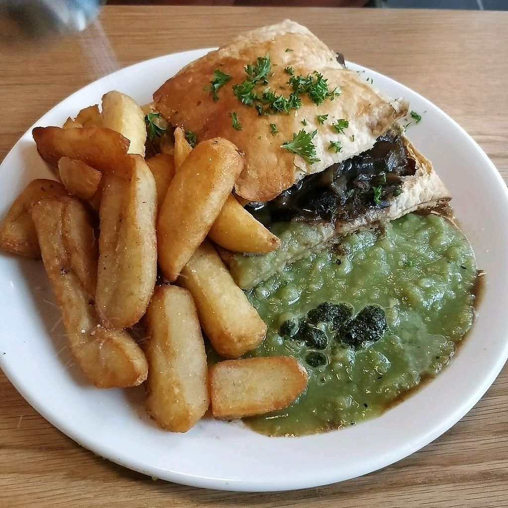 "Photo of Mildred's Dalston  by <a href=""/members/profile/Plumesworld"">Plumesworld</a> <br/>Mushroom and Ale Pie - vegan <br/> August 31, 2017  - <a href='/contact/abuse/image/99713/299358'>Report</a>"