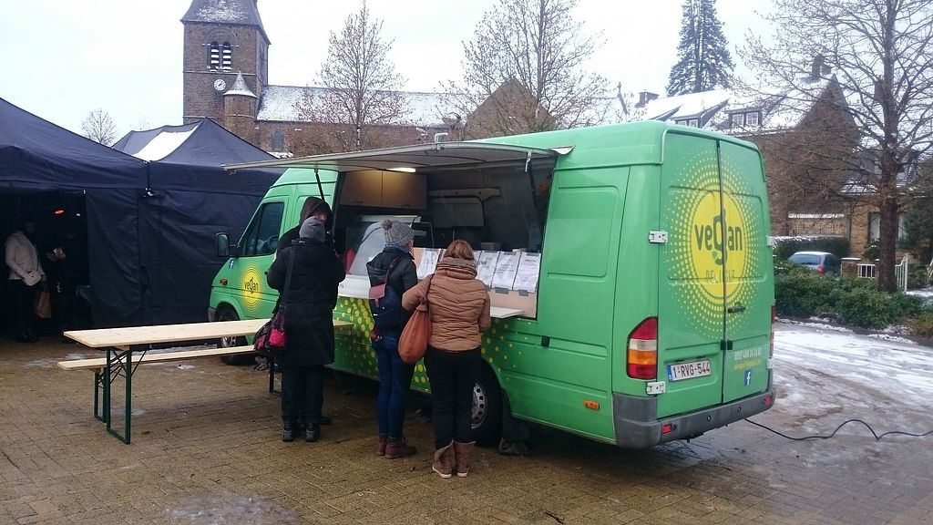"Photo of CLOSED: Vegan Delight - Food Truck  by <a href=""/members/profile/chb-pbfp"">chb-pbfp</a> <br/>Food truck at Marché vegan de Namur <br/> December 11, 2017  - <a href='/contact/abuse/image/99783/334578'>Report</a>"