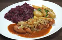 """Photo of Vaust Braugaststatte  by <a href=""""/members/profile/WolfgangGrabolle"""">WolfgangGrabolle</a> <br/>Bratwurst/Sausage Bratkartoffeln/potatoes Rotkohl/red cabbage Zwiebel/onions <br/> January 26, 2018  - <a href='/contact/abuse/image/32229/351050'>Report</a>"""