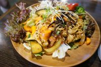 """Photo of CLOSED: Vespera's Falafel  by <a href=""""/members/profile/Ricardo"""">Ricardo</a> <br/>Pad Thai set. 850yen <br/> July 12, 2014  - <a href='/contact/abuse/image/36290/73841'>Report</a>"""