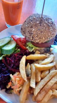 """Photo of De Vegetarische Snackbar  by <a href=""""/members/profile/Ricardo"""">Ricardo</a> <br/>Seitan Burger (Vegan) <br/> June 16, 2015  - <a href='/contact/abuse/image/37902/106102'>Report</a>"""