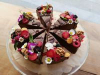 "Photo of Plevel  by <a href=""/members/profile/BajaSl%C3%A1vikov%C3%A1"">BajaSláviková</a> <br/>chocolate tart with flowers and fruits <br/> April 21, 2018  - <a href='/contact/abuse/image/39637/389066'>Report</a>"