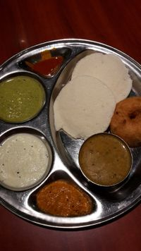 "Photo of Saravanaa Bhavan  by <a href=""/members/profile/xyzab"">xyzab</a> <br/>Vorspeise Nr. 3 Idly und Linsenküchlein mit Sauce <br/> July 2, 2017  - <a href='/contact/abuse/image/43065/275875'>Report</a>"