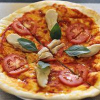 "Photo of La Pasta  by <a href=""/members/profile/Cambobby"">Cambobby</a> <br/>Pizza Margherita w/ Vegan Mozzarella <br/> June 14, 2017  - <a href='/contact/abuse/image/83737/268986'>Report</a>"