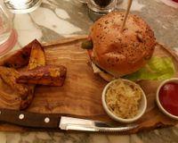 "Wulf Burger <br/>                 <a href=""/reviews/wulf-and-lamb-london-102949"">Wulf & Lamb</a><br/> December 4, 2017"