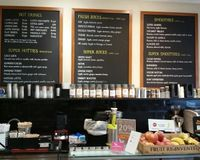 "juice and smoothie bar<br/>                 <a href=""/reviews/alara-health-store-london-11136"">Alara Health Store</a><br/> October 4, 2016"