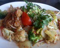 "rice noodles and veggies<br/>                 <a href=""/reviews/arayas-place-los-angeles-44769"">Araya's Place</a><br/> June 18, 2014"