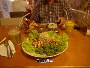 """Photo of CLOSED: Juicy Jones - Cardenal  by <a href=""""/members/profile/FontellaLloyd"""">FontellaLloyd</a> <br/>Noodle salad, mmm! <br/> August 7, 2013  - <a href='/contact/abuse/image/1108/52908'>Report</a>"""